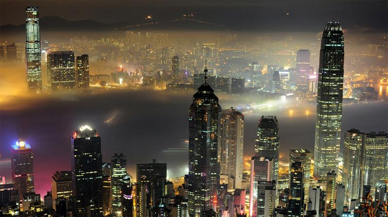 Zdjęcie mgły nad portem