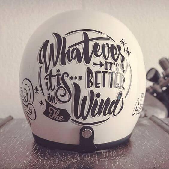 kaligrafia na kaskach motocyklowych