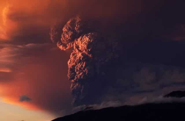 timelapse z wybuchu wulkanu Calbuco