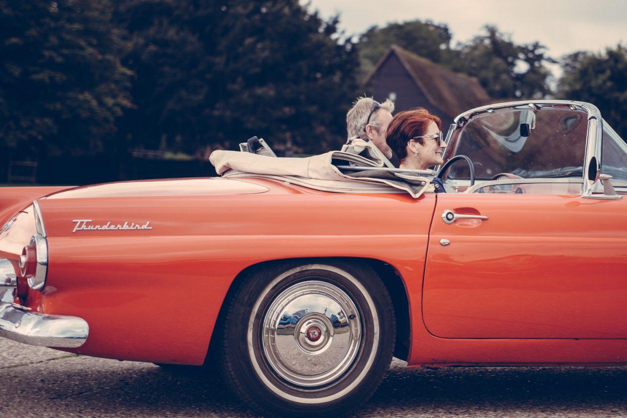 retro samochód wymiana opon